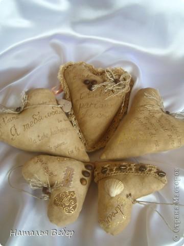 Текстильные ароматические сердца,а-ля в чердачном стиле. Сшиты из бязи,наполнение синтепух,пропитаны смесью кофе+корица+ваниль.Длина около 20см и около 10см. фото 1