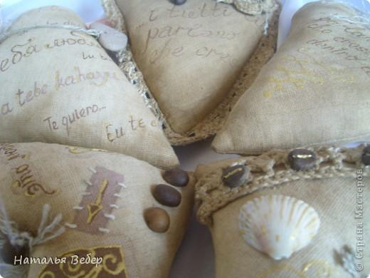 Текстильные ароматические сердца,а-ля в чердачном стиле. Сшиты из бязи,наполнение синтепух,пропитаны смесью кофе+корица+ваниль.Длина около 20см и около 10см. фото 14