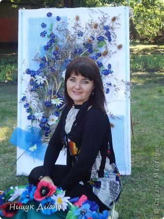 Вот такие две картины 1м / 1м, сделала я с своими коллегами по работе в честь 20-летия Независимости Украины. Аппликация на сетке. фото 9