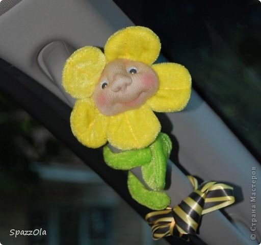 купила давно цветочек-ароматизатор в машину. запах практически пропал и муж хотел его выкинуть. но!.. немного колдовства и получился новый цвЯточек. уже выбросить его муж не хочет) фото 1