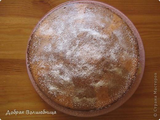 Очень захотелось сладенького, и решила на скорую руку приготовить бисквит (и маленько по баловалась с цветным тестом) Бисквит Сметана 200г Масло сл 100г Яйца 3шт Сахар ванильный  2/3 ст  (я готовлю так -  http://stranamasterov.ru/node/186910 ) Сода 1 ч л Мука до консистенции густой сметаны. Выпекаем при температуре 180 градусов  фото 1