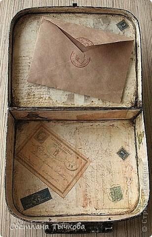 Изначально был в этом чемоданчике подарок сына-кофейный набор на две персоны.Чашки давно выставлены на полку,а в самом чемоданчике хранились разные нужные мне вещицы. фото 12