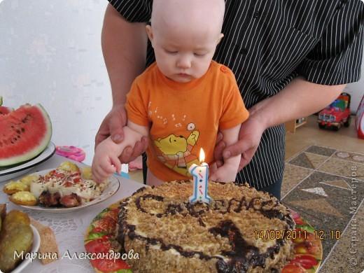 Наполеон: тесто:3шт-яйца, 1,5ст-сахара, 150гр-слив.масла, 0,5ст- кефира, 2-3ст-муки, тесто делать тугим, для того чтобы катать коржи...Тесто раскатываю примерно по диаметру блюда, на которое буду выкладывать и промазывать коржи! Крем: 1литр-молока, 1ст-сахара, 2шт-желтка, 100гр-слив.масла, 3 ст.л.-какао, 2ст.л-муки. Все взбиваю в кастрюле и ставлю на огонь, при постоянном помешивании варю крем до загустения, поставила остывать! фото 7