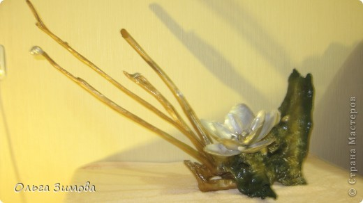 """Одно из самых завораживающих наши взгляды водных растений - нимфея ПО другому  кувшинку называют """"дитя солнца"""", ведь на рассвете она раскрывается навстречу солнечным лучам, а на закате закрывает бутон. Следующая моя работа  воспевает красоту этого речного растения. фото 1"""