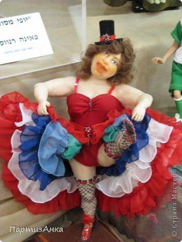 """Привет, Страна! Сегодня в Хайфе открылась всеизраильская выставка кукол под девизом """"Выходя за рамки"""".Были и наши, израильские мастера и мастерицы, и гости из России. Выставка продлится всего 4 дня, поэтому я, подхватив одной рукой ребёнка, а второй - фотоаппарат, помчалась на выставку. Представляю Вам маленький отчёт нашего с Данькой похода. фото 15"""
