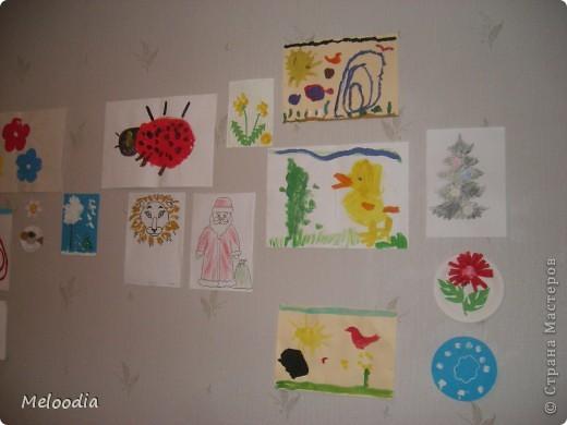 Это стены нашей детской комнаты. Унылые, серые... были. Зато теперь веселенькие. фото 1