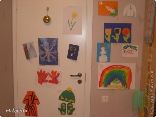 Это стены нашей детской комнаты. Унылые, серые... были. Зато теперь веселенькие. фото 2