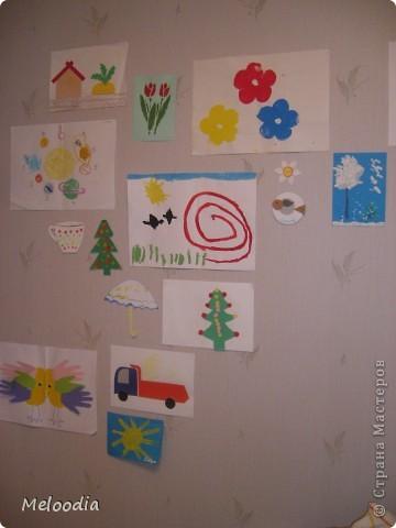 Это стены нашей детской комнаты. Унылые, серые... были. Зато теперь веселенькие. фото 3