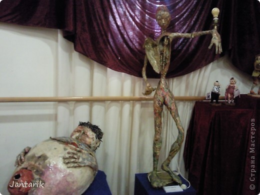 """С 25 по 28 августа в городе Хайфа проходит выставка кукол.на тему"""" Выйти за рамки"""".Об этом уже рассказала ПартизАнка в своём блоге. В этой выставке принимала участие и я.Это было для меня что-то абсолютно новое и я чувствовала себя Золушкой на балу.На этой выставке замечательные мастера представили свои работы.и что за работы!!!!! Вот мой скромный столик. фото 5"""
