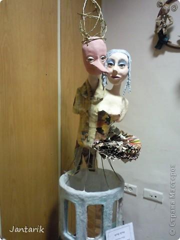 """С 25 по 28 августа в городе Хайфа проходит выставка кукол.на тему"""" Выйти за рамки"""".Об этом уже рассказала ПартизАнка в своём блоге. В этой выставке принимала участие и я.Это было для меня что-то абсолютно новое и я чувствовала себя Золушкой на балу.На этой выставке замечательные мастера представили свои работы.и что за работы!!!!! Вот мой скромный столик. фото 14"""