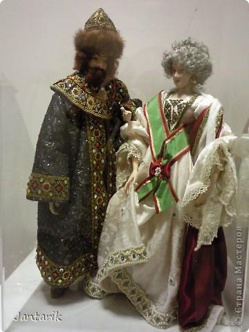 """С 25 по 28 августа в городе Хайфа проходит выставка кукол.на тему"""" Выйти за рамки"""".Об этом уже рассказала ПартизАнка в своём блоге. В этой выставке принимала участие и я.Это было для меня что-то абсолютно новое и я чувствовала себя Золушкой на балу.На этой выставке замечательные мастера представили свои работы.и что за работы!!!!! Вот мой скромный столик. фото 18"""