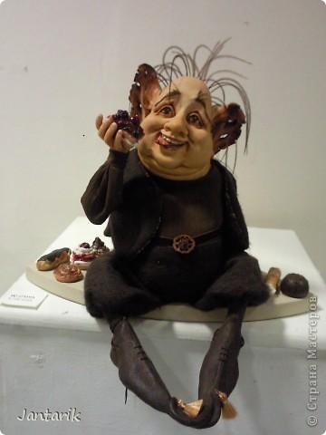 """С 25 по 28 августа в городе Хайфа проходит выставка кукол.на тему"""" Выйти за рамки"""".Об этом уже рассказала ПартизАнка в своём блоге. В этой выставке принимала участие и я.Это было для меня что-то абсолютно новое и я чувствовала себя Золушкой на балу.На этой выставке замечательные мастера представили свои работы.и что за работы!!!!! Вот мой скромный столик. фото 20"""