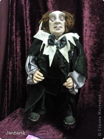 """С 25 по 28 августа в городе Хайфа проходит выставка кукол.на тему"""" Выйти за рамки"""".Об этом уже рассказала ПартизАнка в своём блоге. В этой выставке принимала участие и я.Это было для меня что-то абсолютно новое и я чувствовала себя Золушкой на балу.На этой выставке замечательные мастера представили свои работы.и что за работы!!!!! Вот мой скромный столик. фото 24"""