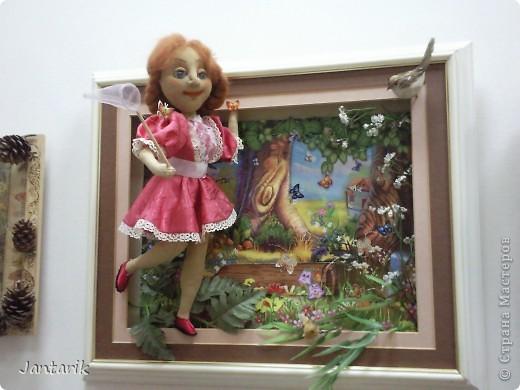 """С 25 по 28 августа в городе Хайфа проходит выставка кукол.на тему"""" Выйти за рамки"""".Об этом уже рассказала ПартизАнка в своём блоге. В этой выставке принимала участие и я.Это было для меня что-то абсолютно новое и я чувствовала себя Золушкой на балу.На этой выставке замечательные мастера представили свои работы.и что за работы!!!!! Вот мой скромный столик. фото 28"""