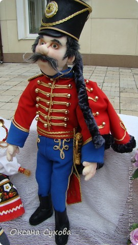 Рада представить на Ваш суд гусара Лейб-Гвардии Гусарского полка. Не хватает в его костюме нескольких деталей (ташки-сумки, шпор), но самое главное при нём нет оружия (как сделать не знаю, чтобы была сабля правдоподобная, а не бутафория) фото 8