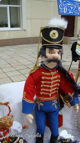 Рада представить на Ваш суд гусара Лейб-Гвардии Гусарского полка. Не хватает в его костюме нескольких деталей (ташки-сумки, шпор), но самое главное при нём нет оружия (как сделать не знаю, чтобы была сабля правдоподобная, а не бутафория) фото 9