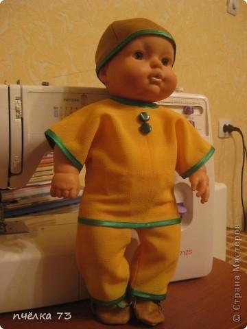 Иногда в детском садике просят обновить гардероб куклам и пупсам. Я не отказываю, так как хочу набраться опыта в вязании и шитье. фото 4
