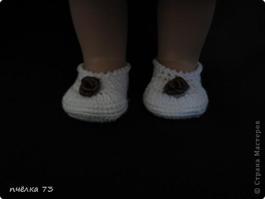 Иногда в детском садике просят обновить гардероб куклам и пупсам. Я не отказываю, так как хочу набраться опыта в вязании и шитье. фото 3