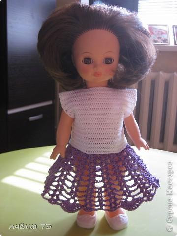 Иногда в детском садике просят обновить гардероб куклам и пупсам. Я не отказываю, так как хочу набраться опыта в вязании и шитье. фото 5