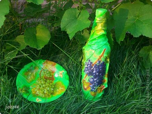 На бутылке и тарелке ткань. фото 2
