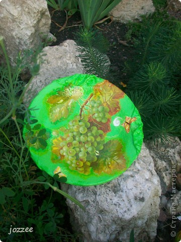 На бутылке и тарелке ткань. фото 3