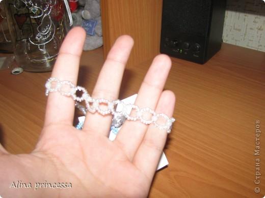 Смотрите, какой сегодня я сделала браслет!!! Я расскажу, как его сделала!    Нам понадобится: бисер и бусины среднего размера и ,конечно, леску! фото 7