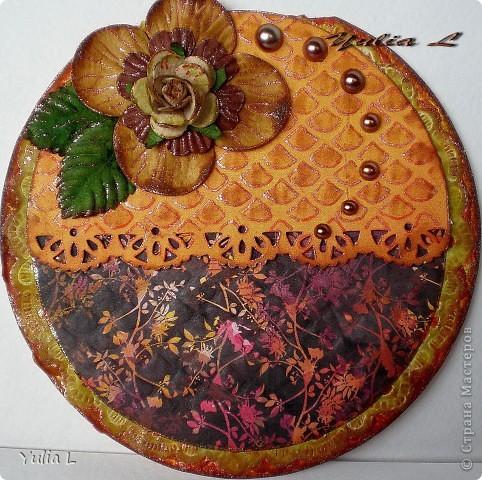 Вдохновившись круглыми открытками у Марины (МАРСАМ) http://stranamasterov.ru/node/222541, тоже решила попробовать сделать несколько кругляшей.  Процесс понравился, так что продолжение обязательно будет, благо повод всегда найдется.  Диаметр открыток 11-12 см. фото 5