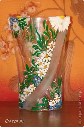 Вот, расписала на заказ первую вазу))) Честно говоря, было страшно, потому что никогда раньше этого не делала. Заказчица вроде осталась результатом довольна, она заказывала эту вазу для свекрови, а свекровь любит полевые цветы, вобщем надеюсь с дизайном я угадала, и ее свекрови все понравится)) Так что выставляю на ваш суд своего расписного первенца))) фото 5
