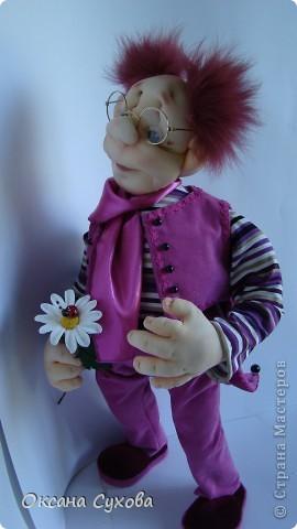 Познакомьтесь...перед Вами Влюблённый ботаник...Высотой 56см. В руках ромашка из глины DECO.  фото 3