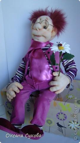 Познакомьтесь...перед Вами Влюблённый ботаник...Высотой 56см. В руках ромашка из глины DECO.  фото 10