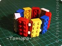 Вот такой браслетик Вы сможете сделать из кубиков ЛЕГО. Вам понадобяться:  ☻кирпичики от ЛЕГО  ☻ тоненькая резиночка  ☻ игла  ☻бусинки (по желанию) фото 9