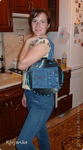 Вот такая у меня получилась сумочка из виниловых пластинок и джинс. 3 кармашка впереди... фото 3