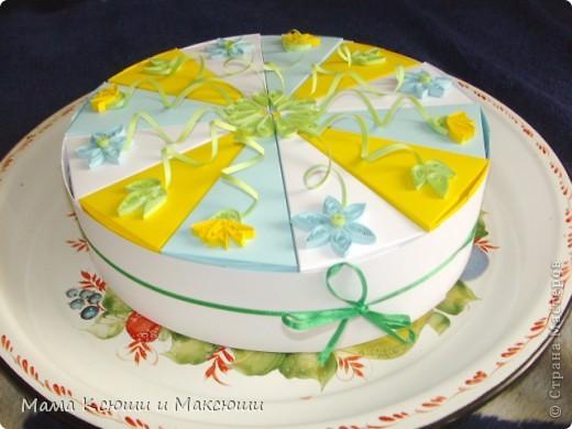Этот тортик я сделала для своих племянников на день рождения! Способ изготовления здесь  https://stranamasterov.ru/node/25622?c=favorite, https://stranamasterov.ru/node/206005?c=favorite. Это мой первый опыт квиллинга. фото 2