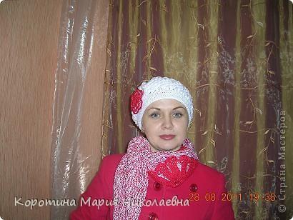 К новому белому беретику и красному пальто понадобился шарф. Презент от Голубки - как раз кстати - никогда не вязала треугольный шарф! Решила попробовать и вот что получилось! фото 5