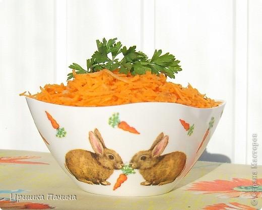 Долго у меня стояли белыми 2 салатника. Один внезапно превратился в зайко-морковный! фото 1