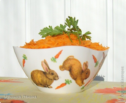 Долго у меня стояли белыми 2 салатника. Один внезапно превратился в зайко-морковный! фото 3