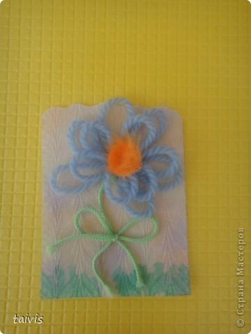 Карточки сделаны петельками из ниток. Фон немного подкрашен акриловыми красками. А начиналось все здесь http://stranamasterov.ru/node/132972 фото 7