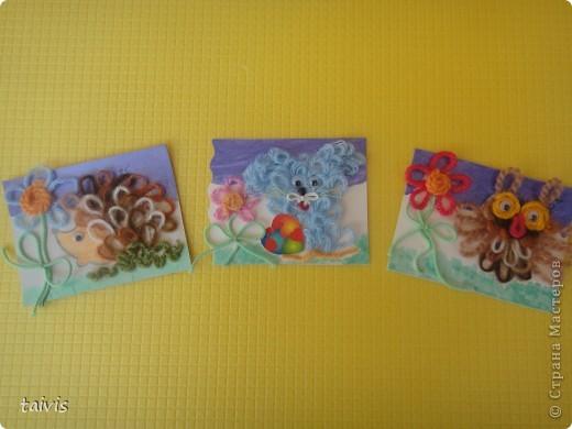 Карточки сделаны петельками из ниток. Фон немного подкрашен акриловыми красками. А начиналось все здесь http://stranamasterov.ru/node/132972 фото 1