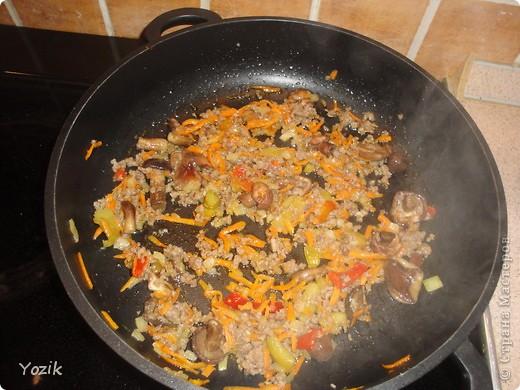 Я очень люблю блюда в горшочках, вот и решила попробовать вместо них использовать патиссоны:) Тем более, что никогда не любила их чистить, а тут такой простой рецепт и посуду мыть не надо ;) фото 2