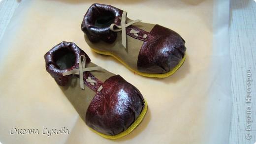 Вот такие ботиночки я сделала вчера для будущей куклы - клоуна. Рант (кант) сделан жёлтым, т.к. в костюме этот цвет будет присутствовать. фото 2