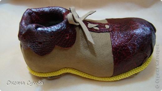 Вот такие ботиночки я сделала вчера для будущей куклы - клоуна. Рант (кант) сделан жёлтым, т.к. в костюме этот цвет будет присутствовать. фото 3