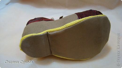 Вот такие ботиночки я сделала вчера для будущей куклы - клоуна. Рант (кант) сделан жёлтым, т.к. в костюме этот цвет будет присутствовать. фото 4