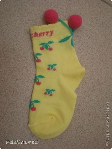 Подруга давно просила меня сделать ей игрушку из носок - видела у меня дома и ей понравилась..... Вот и повод нашёлся - скоро у неё день рождения - будет довеском к подарку))))) фото 2