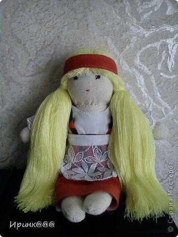 мое подобие вальдорфской куклы. делались в спешном порядке моим девочкам перед поездкой на каникулы  в деревню ,чтобы они не скучали по дому и по маме брюнетка-старшей ...... брюнетке фото 2