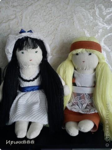 мое подобие вальдорфской куклы. делались в спешном порядке моим девочкам перед поездкой на каникулы  в деревню ,чтобы они не скучали по дому и по маме брюнетка-старшей ...... брюнетке фото 3