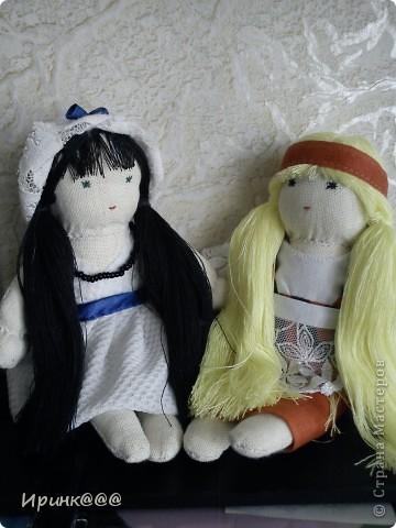 мое подобие вальдорфской куклы. делались в спешном порядке моим девочкам перед поездкой на каникулы  в деревню ,чтобы они не скучали по дому и по маме брюнетка-старшей ...... брюнетке фото 4