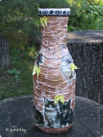НАконец-то у меня освободилась бутылка, которую я планировала превратить в вазу. И заодно хотела опробовать драпировку на бутылке.  Купила вот такую декупажную карту (в стиле кич) и села ностальгировать по ушедшим временам... Получилось вот что.  фото 3