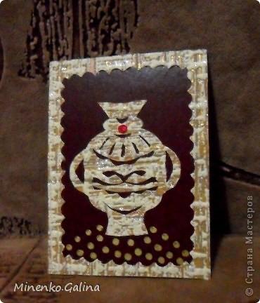 Уж очень понравился картон насыщенно-шоколадного цвета. С ним хорошо сочетались остатки обоев.Вышел такой набор кувшинов.Уже после фотографирования к ним добалены очень мелкие светящиеся в темноте компоненты.Поэтому мои кувшины волшебные-днём горят рубинами, а ночью светятся. №1-Шахерезада. №2-Nono4ka 2001 №3-Сургай Настя №4-bagira 1965 №5-Jane №6-Татьяна Имполитова №7-останется мне №8-Юляшка Приходько фото 3