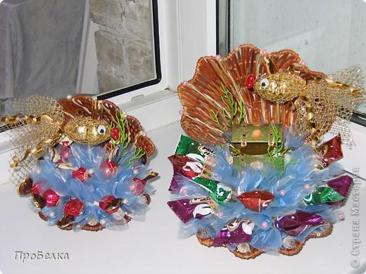 Кусочек подводного царства... Тут и вода, и водоросли, и сундук с драгоценностями, ну, и конечно же, Золотая Рыбка. Очень удобный подарок: можно дарить и на день рождения, и просто так. Недорого, но реакция на дарение-НА МИЛЛИОН!!!Идея с Осинки. фото 3