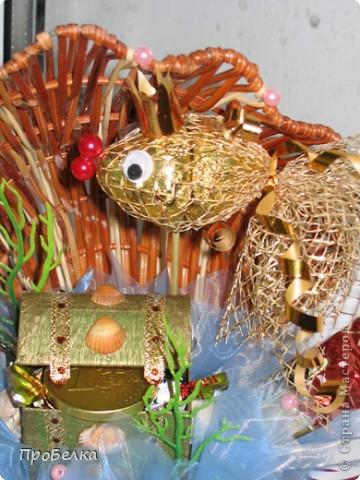 Кусочек подводного царства... Тут и вода, и водоросли, и сундук с драгоценностями, ну, и конечно же, Золотая Рыбка. Очень удобный подарок: можно дарить и на день рождения, и просто так. Недорого, но реакция на дарение-НА МИЛЛИОН!!!Идея с Осинки. фото 2